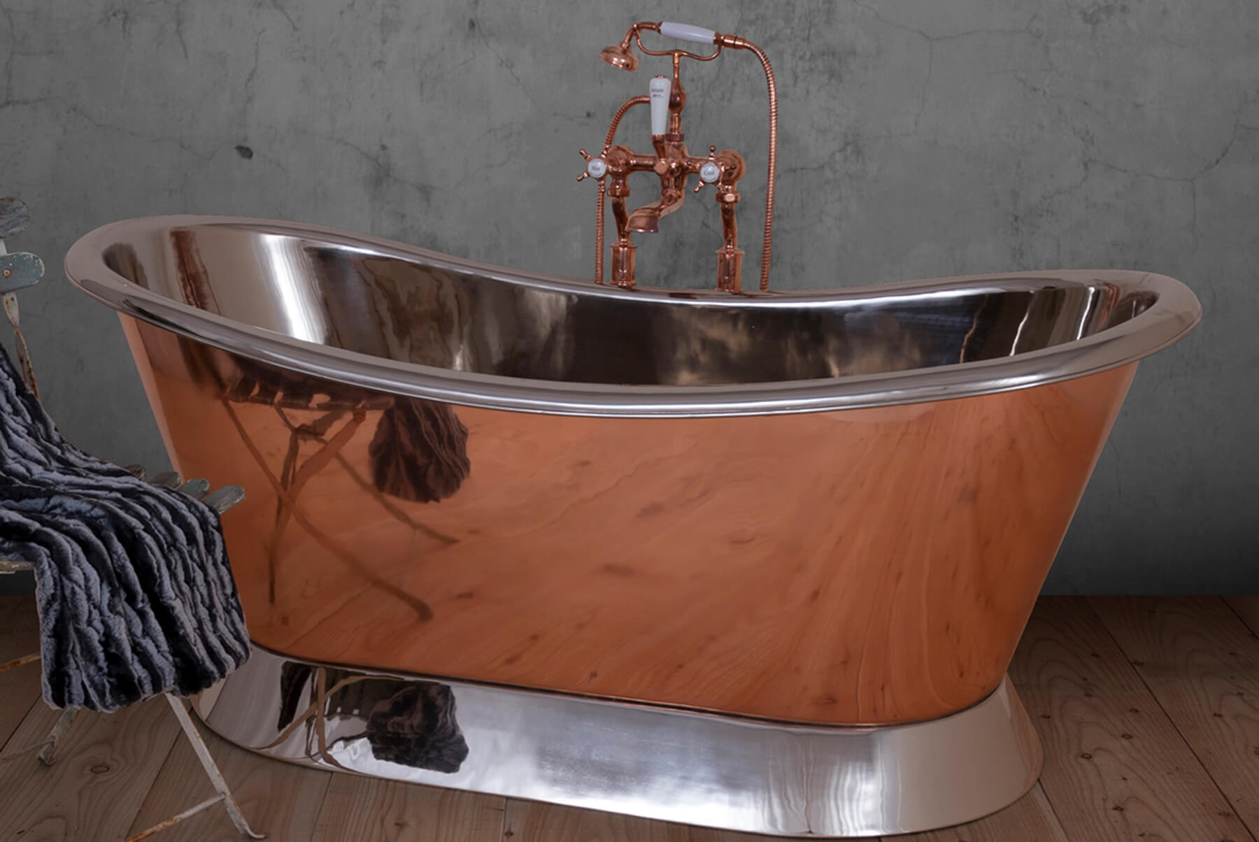 Bath-Tubs-Hurlinghma-copper-bateau-nickel-interior-plinth-1800x1204