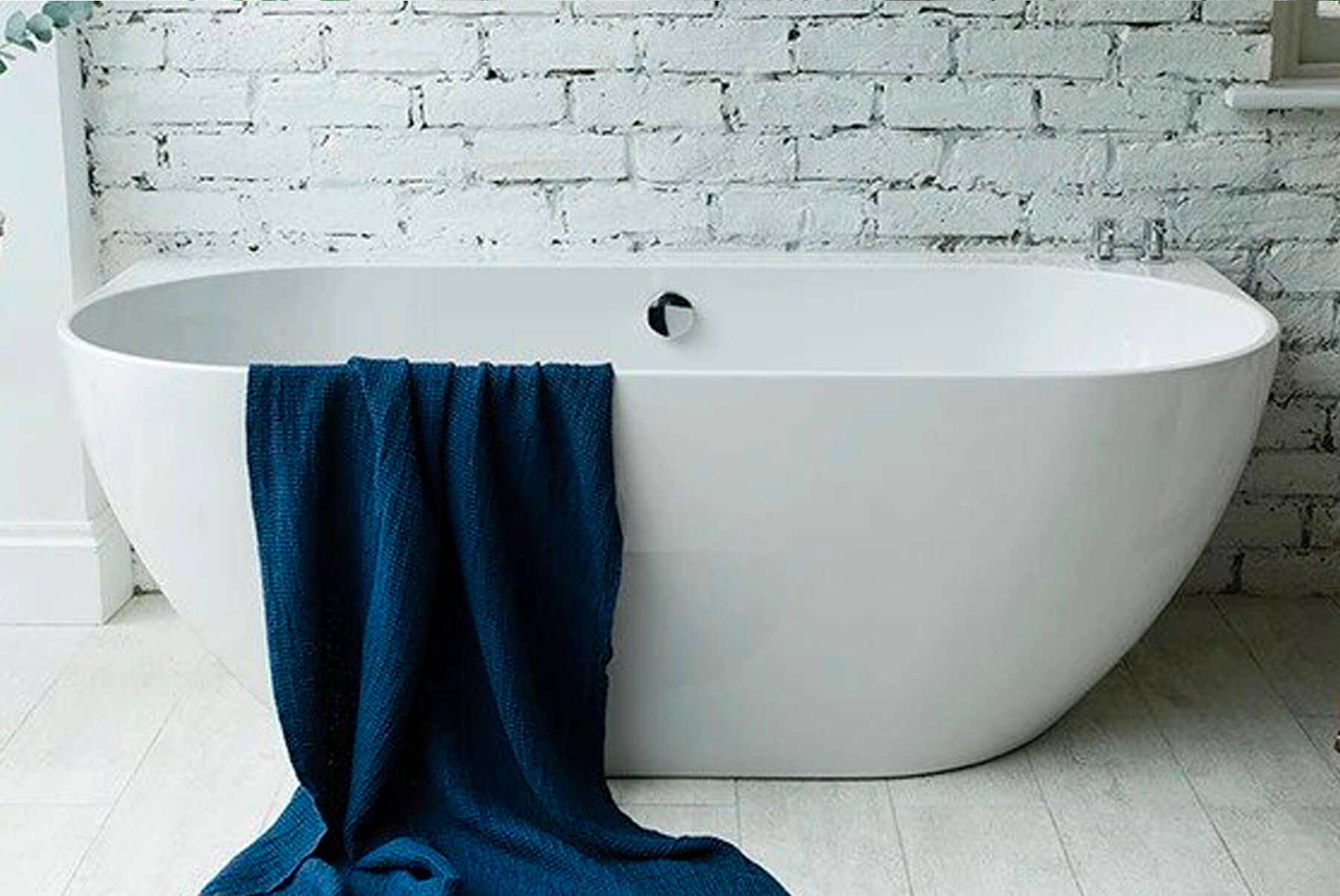 Bath-Tubs-WATERS-LOCHE-BTW-LIFESTYLE-FRONT-1800x1204